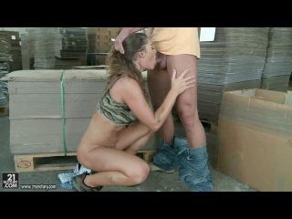 Такая работница всегда нужна на складе картона